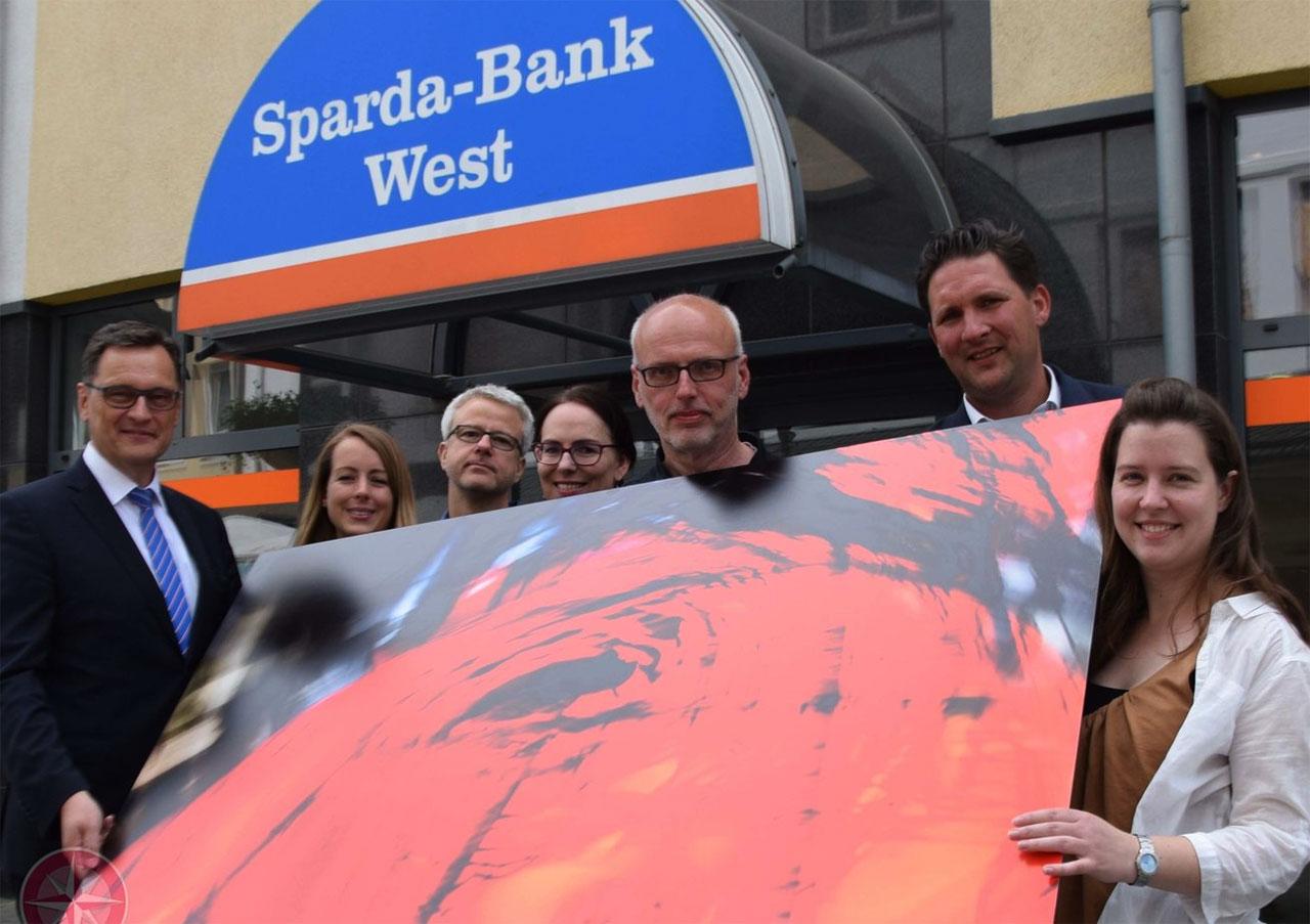 "Übergabe des PHARUS-Druckes ""Epiphania"" an die Spardabank Velbert. Foto: Ulrich Bangert"